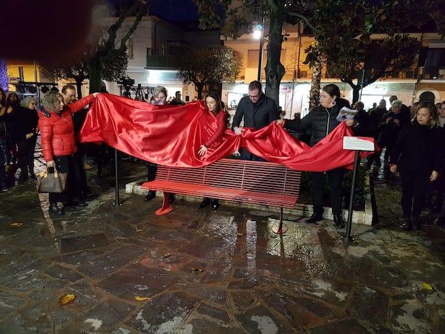 Inaugurazione panchina rossa