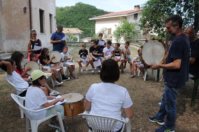 Isola del Gran Sasso, i nuovi corsi di musica popolare e liuteria artigianale