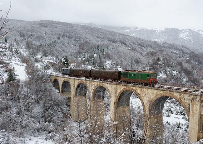Ai Mercatini di Natale di Roccaraso e Campo di Giove sulla Transiberiana d'Italia