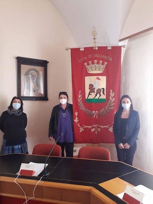 Vice Sindaco Lidia Albani con la Presidente della Commissione Pari Opportunità Marilena Andreani e la Vice Presidente Rita Chiappini