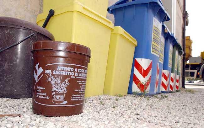 Raccolta differenziata dei rifiuti: i contenitori in dotazione