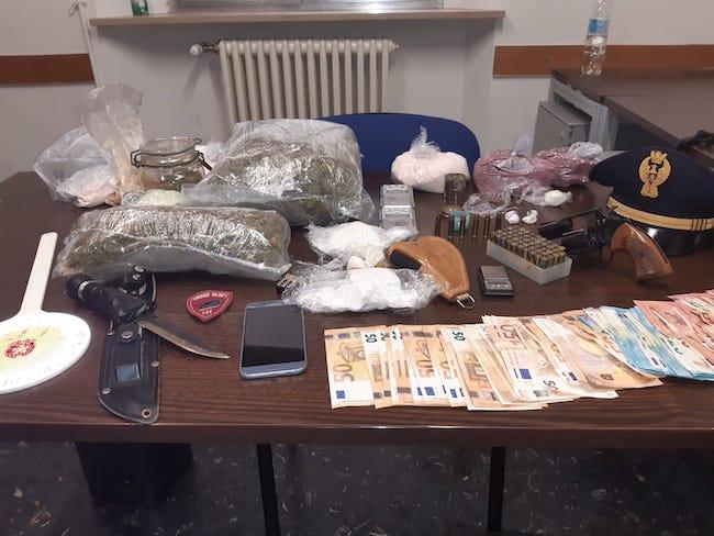 Pescara, detenzione droga per spaccio e illegale di armi: arrestato