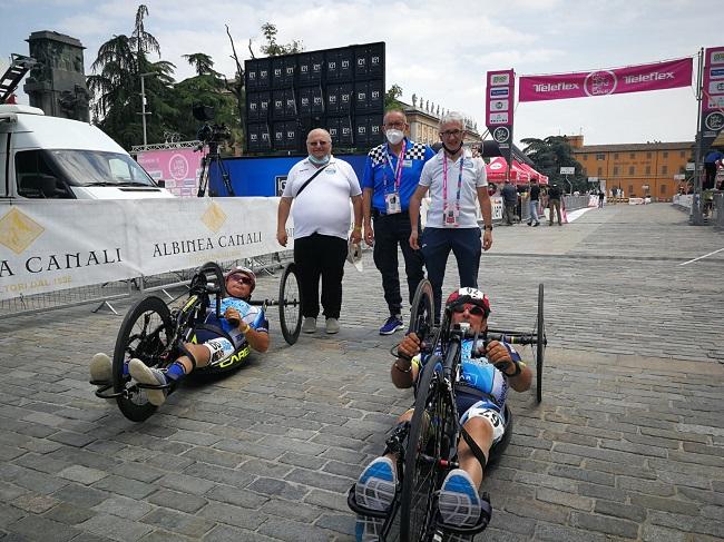 Pedale Sulmonese 10062021 la squadra al Giro Handbike