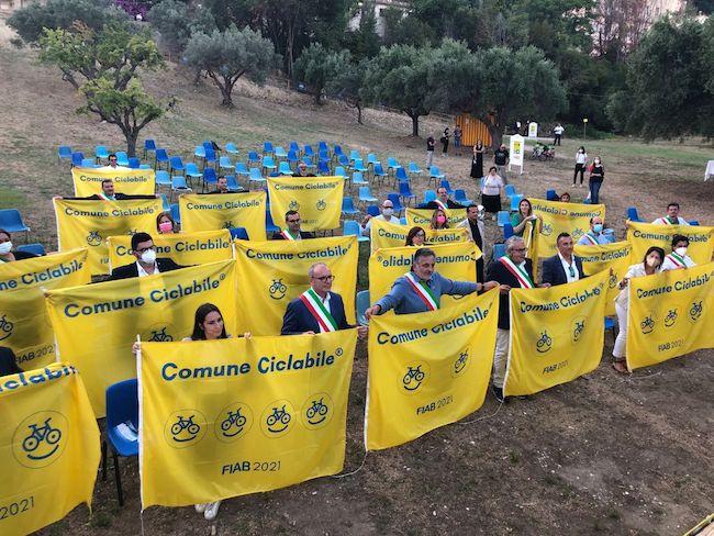 bandiere gialle grottammare