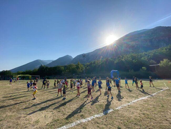 Bambini e giovani di allenamento sul campo ASD i lupi d'Abruzzo (1)