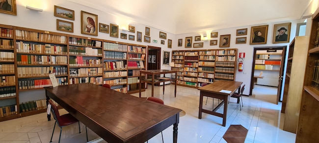 interno biblioteca bindi