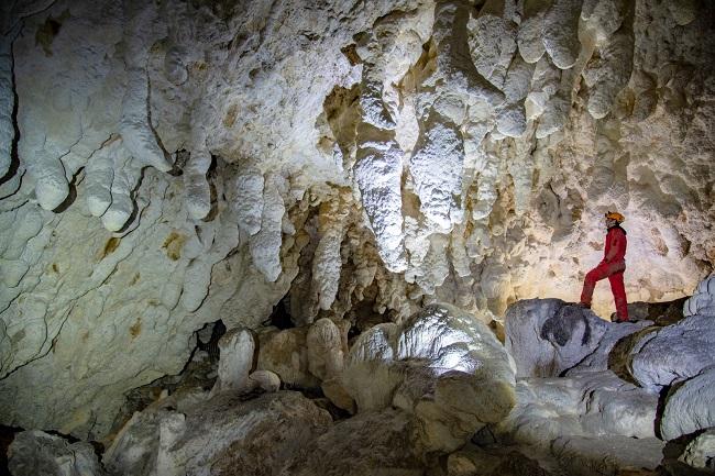 Salone centrale della Grotta Nera